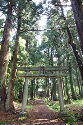 福井県内陸部・勝山郊外にある村岡山西麓の「村岡神社」