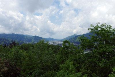 村岡山城址主郭櫓台跡からみた九頭竜川河谷と福井方面