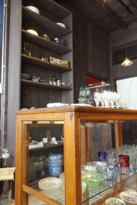 京都市左京区にある古道具店「呱々」の店内