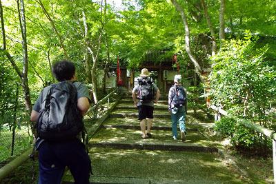 京都市街東部・北山科山中にある山科聖天の門前階段
