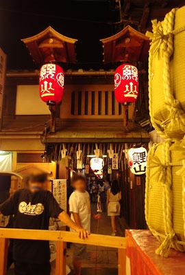 京都・祇園祭の山鉾「鯉山」の会所入口