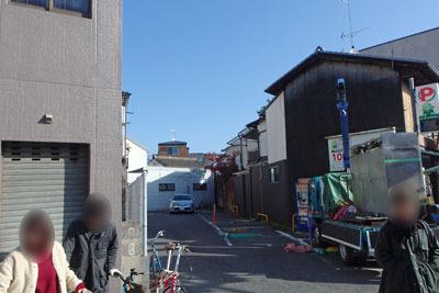 東山三条交差点に残る京阪京津線旧路跡