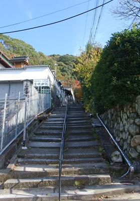 京都東山山麓にある正法寺参道
