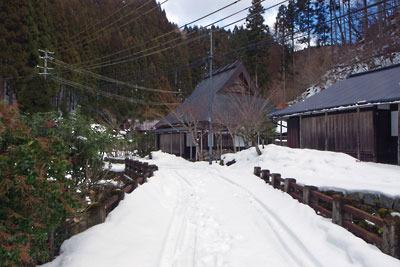 雪に閉ざされた、京都市街北部の山上集落「芹生」