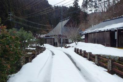 10日前に比べ積雪が減った、京都市街北部の山上集落「芹生」
