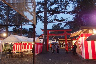 京都・吉田神社本殿前の鳥居