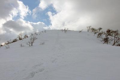 越前甲東部稜線から山頂への最後の登り