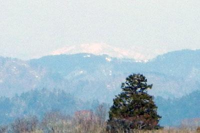 京都・雲取北峰から見た滋賀県北部の三重嶽