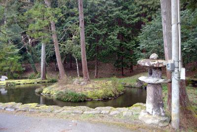 水の聖地、和田山宮の石部神社の池
