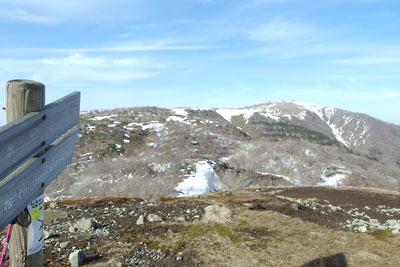 滋賀県比良山脈南部のホッケ山から見た蓬莱山