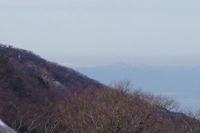 滋賀県比良山脈南山上から見た、県北の金糞岳と岐阜奥の能郷白山支峰「前山」