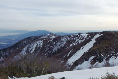滋賀県比良山脈南山上の小女郎峠から見たホッケ山や比叡山、琵琶湖