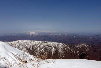 能郷白山山頂から見た荒島岳と白山