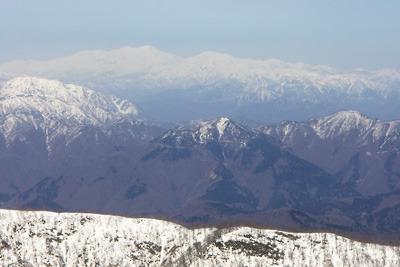 能郷白山山頂から見た白山