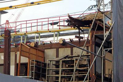解体中の大正期鳩居堂京都本社の2階正面屋内側