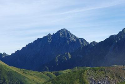 天狗平付近を登坂する立山高原バスの車窓から見た剱岳