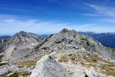 立山大汝山山頂から見えた剱岳(左奥)と富士ノ折立(右手前)