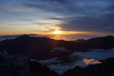 槍ヶ岳野営地から見た、西方は笠ヶ岳方面の夕陽