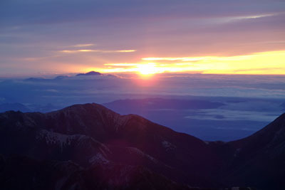 北アルプスの大喰岳山頂から見た日の出