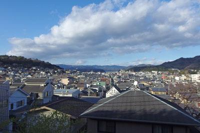 京都市左京区南東部から見た北方の市街と北山山地