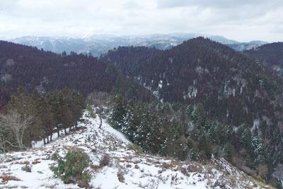 雲取北峰頂からみた丹波高地や比良山脈の雪景色