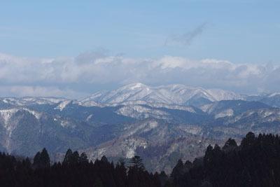 雲取山北峰からみた冠雪した山々と武奈ヶ岳