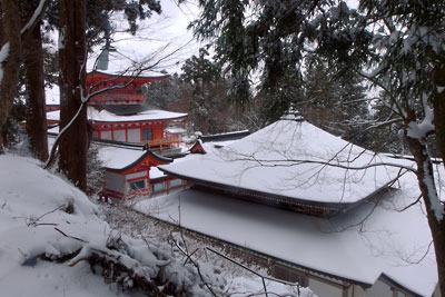 雪化粧した比叡山延暦寺東塔の伽藍