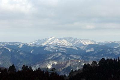 深い積雪を想わせる滋賀県西部比良山脈の最高峰・武奈ヶ岳