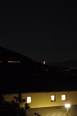 若王子辺りの哲学の道から見た京都タワーの明り