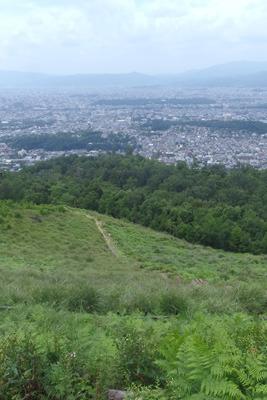 五山送り火の火床から見た火床の一部と京都市街