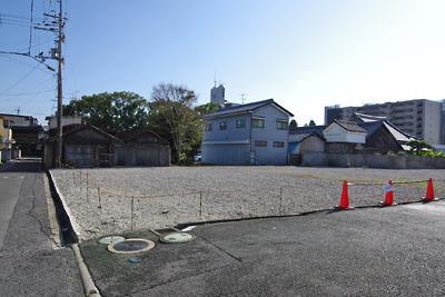 奈良・大和郡山の源九郎稲荷・洞泉寺横に広がる旧遊郭妓楼跡の更地