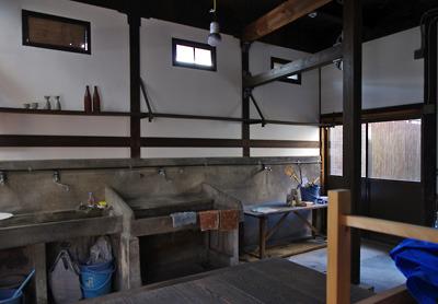 奈良・大和郡山洞泉寺遊郭跡の公開妓楼「町家物語館(旧川本楼)」の1階奥にある料理坊