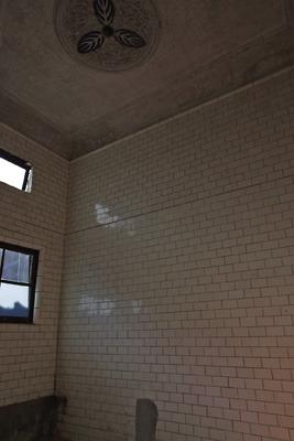 奈良・大和郡山洞泉寺遊郭跡の公開妓楼「町家物語館(旧川本楼)」の1階浴室