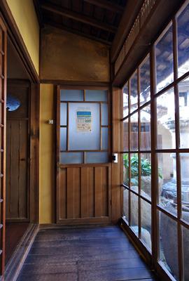 奈良・大和郡山洞泉寺遊郭跡の公開妓楼「町家物語館(旧川本楼)」の1階廊下突き当りにある洗浄室