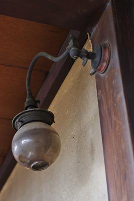 奈良・大和郡山洞泉寺遊郭跡の公開妓楼「町家物語館(旧川本楼)」の2階のガス灯
