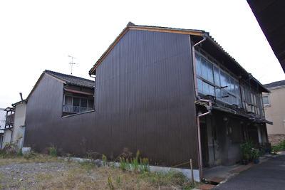 奈良郡山南部・旧東岡遊郭跡に残る2棟の2階建妓楼