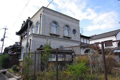 奈良郡山市街南部・旧東岡遊郭隣の西岡町にあった和洋折衷の古建築