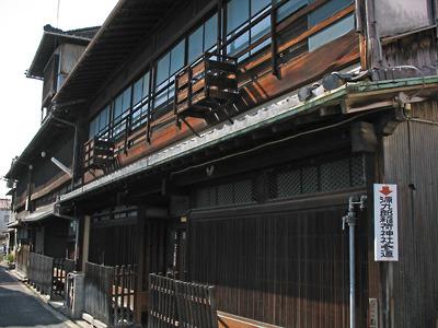 2009年3月1日撮影時に残存していた旧洞泉寺遊郭の大型妓楼3棟