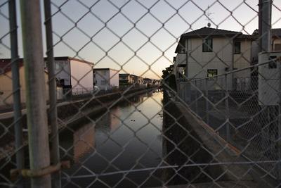 住宅街の只中に残る大和郡山城総構の堀跡