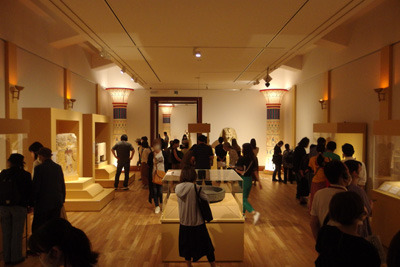 賑わう京都市美術館(京セラ美術館)の古代エジプト展
