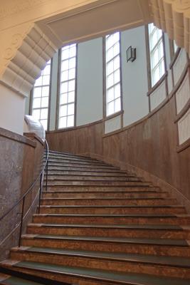 京都市美術館(京セラ美術館)の優美な意匠を有する北階段室