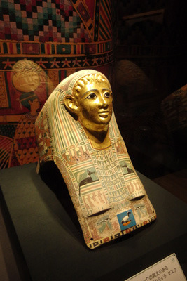 京都市美術館(京セラ美術館)の古代エジプト展で展示される「パレメチュシグのミイラ・マスク」