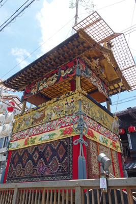 巡行は中止ながら華やかな懸装品で飾られた令和3年の北観音山